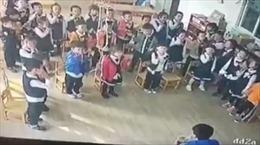 Nam giáo viên bắt 30 học sinh mẫu giáo tự tát thật mạnh vào mặt