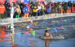 Thi bơi trong giá rét ở Trung Quốc