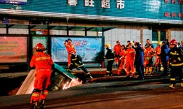 Hố tử thần 'nuốt chửng' xe buýt, 6 người thiệt mạng