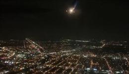 Máy bay Mỹ hạ cánh khẩn do động cơ 'khạc' lửa giữa không trung