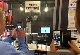 Khó tuyển nhân viên pha chế, quán bar Nhật Bản chuyển sang robot