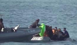 Lực lượng bảo vệ bờ biển Hy Lạp bạo lực với người nhập cư