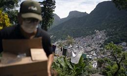 Sợ COVID-19 lây lan, băng đảng Brazil không cho dân khu ổ chuột ra ngoài