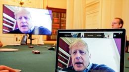 Thủ tướng Anh đăng ảnh lên Twitter, để lộ ID phòng họp trực tuyến