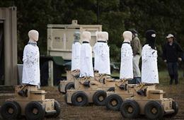 Quân đội Mỹ sử dụng 'robot diệt virus Corona' khử trùng doanh trại