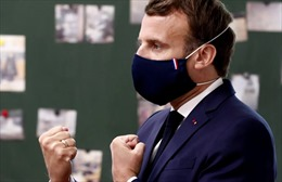 Pháp yêu cầu đeo khẩu trang tại tất cả địa điểm công cộng