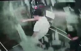Báo Anh đăng tin về sự cố hy hữu trong thang máy ở Việt Nam