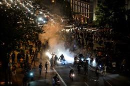 Thế giới Tuần qua: Dịch COVID-19 diễn biến trái chiều, khó lường; biểu tình bạo loạn bao trùm nước Mỹ