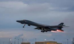 Video chiến đấu cơ Nga đuổi máy bay ném bom Mỹ khỏi không phận