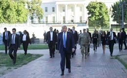 Tổng thống Trump cảnh báo điều động quân đội xử lý bạo loạn