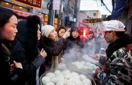 Trung Quốc đặt cược vào bán hàng rong để hỗ trợ hồi sinh kinh tế