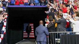 Nhiều mật vụ Mỹ tại cuộc vận động tranh cử của Tổng thống Trump phải cách ly