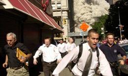 Người đàn ông trong bức ảnh vụ 11/9 nổi tiếng qua đời vì COVID-19