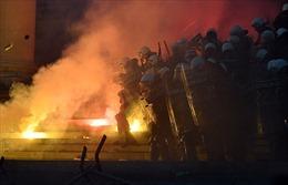 Thủ đô Serbia đêm thứ 2 'rực lửa' vì biểu tình, chính quyền cáo buộc âm mưu nội chiến