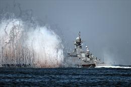 Hàng chục chiến hạm và tàu ngầm Nga khoe sức mạnh trên sông Neva