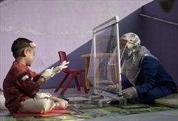 Trường mẫu giáo Indonesia sáng tạo để đưa học sinh đến lớp thời COVID-19