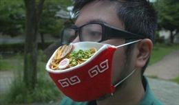 Độc đáo 'bát mỳ khẩu trang' tại Nhật Bản