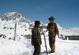 Trung Quốc, Ấn Độ tăng mạnh lượng quân nhu ra biên giới trước mùa Đông