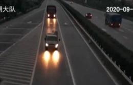 Rẽ ẩu trên cao tốc gây tai nạn