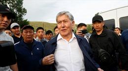 Người biểu tình phóng thích cựu Tổng thống Kyrgyzstan khỏi nhà tù
