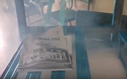 Giáo viên Philippines sáng tạo thiết bị khử trùng sách giáo khoa