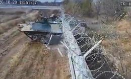 Binh sĩ Nga nghi say xỉn điều khiển xe tăng đâm xuyên tường sân bay