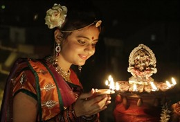 Ấn Độ dùng đèn phân bò để tẩy chay hàng Trung Quốc