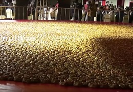 Nồi khổng lồ hấp 20.000 con cua một lúc