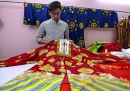 Hãng AFP đưa tin về nhà thiết kế trẻ đam mê cổ phục Việt Nam
