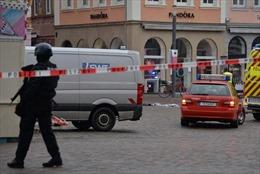 Video cảnh sát Đức bắt kẻ lái 'xe điên' gây thương vong lớn