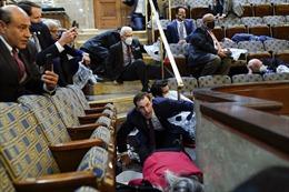 Chùm ảnh tòa nhà Quốc hội Mỹ bị tấn công nghiêm trọng chưa từng thấy