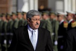Cựu Thủ tướng Algeria thừa nhận bán vàng thỏi ở chợ đen
