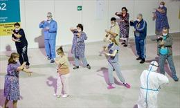 Bệnh nhân COVID-19 Nga tập thái cực quyền để nhanh hồi phục