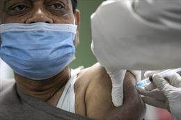 Không thể chờ đợi, các nước nghèo tự tìm nguồn vaccine COVID-19