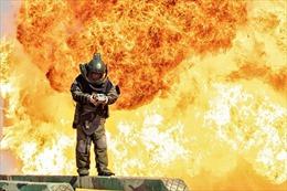Hình ảnh 'rực lửa' từ cuộc huấn luyện rà phá bom mìn của quân đội Trung Quốc
