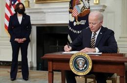 Tổng thống Biden gỡ bỏ 'rào chắn' của ông Trump với người đăng ký thẻ xanh