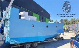 Cảnh sát Tây Ban Nha tịch thu tàu ngầm tự chế dùng để chở ma túy