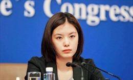 Nữ phiên dịch viên hội nghị Mỹ-Trung gây sốt