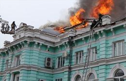 Bệnh viện sơ tán vì hỏa hoạn, bác sĩ vẫn tiếp tục ca mổ