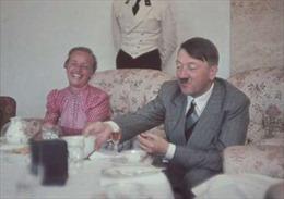 Viên cảnh sát bị phạt 10 tháng tù vì chia sẻ ảnh món ăn yêu thích của Hitler