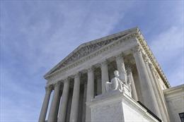 Tòa án Tối cao Mỹ dự kiến 'chặn cửa' thẻ xanh với một số đối tượng đặc biệt