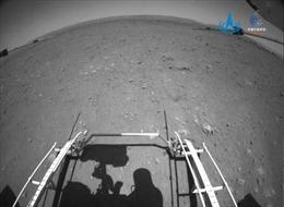 Những hình ảnh đầu tiên về Sao Hỏa do robot tự hành Trung Quốc gửi về Trái Đất