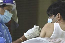 Lo không đủ kháng thể, UAE tiêm mũi thứ 3 vaccine COVID-19 cho dân