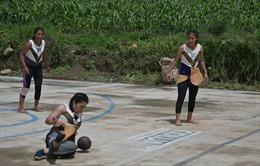 Giới trẻ Guatemala tái sinh môn bóng cổ chơi bằng hông