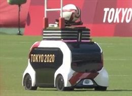 Robot giao bóng tại Olympic Tokyo thu hút sự quan tâm của khán giả