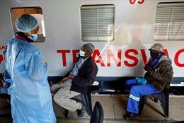 Đoàn tàu hỏa màu trắng mang hy vọng vaccine COVID-19 tới khắp Nam Phi