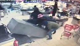 Nhóm cướp cuỗm cả cây ATM tháo chạy