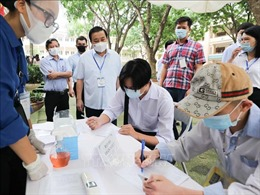 Phó Chủ tịch UBND thành phố Hà Nội Chử Xuân Dũng kiểm tra thi tuyển sinh vào lớp 10
