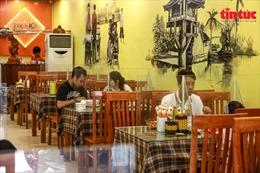 Các quán phở ở Hà Nội chấp hành tốt quy định phòng chống dịch COVID-19