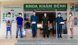 Trao thiết bị y tế và tặng quà tuyến đầu điều trị COVID-19 tại Cần Giờ